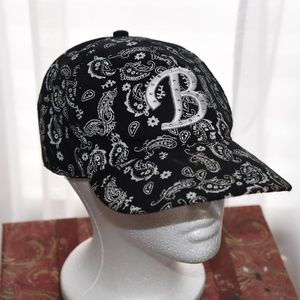 Black and white emblem hat